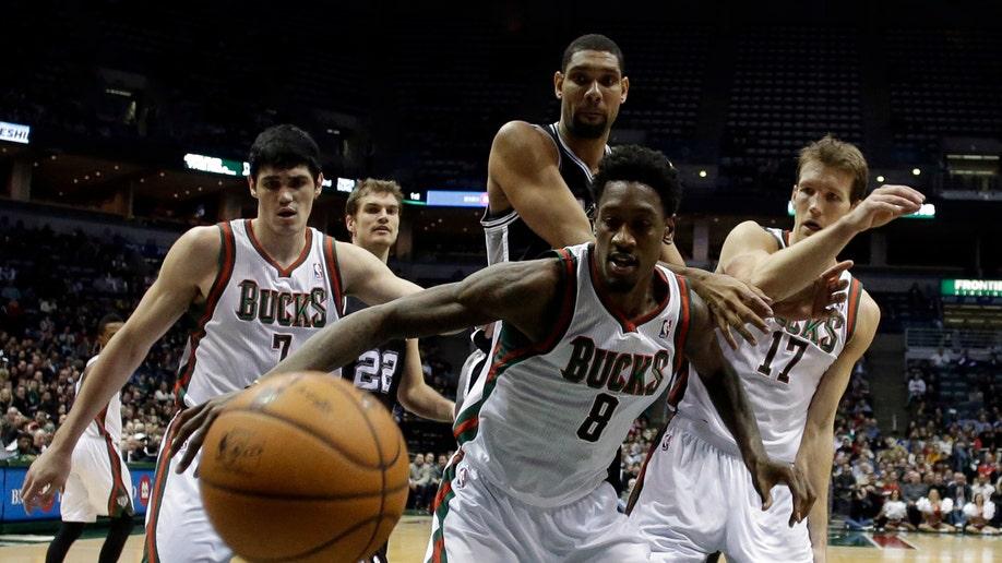2f58a261-Spurs Bucks Basketball