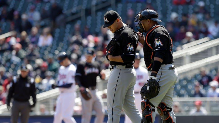 26ca5b34-Marlins Twins Baseball