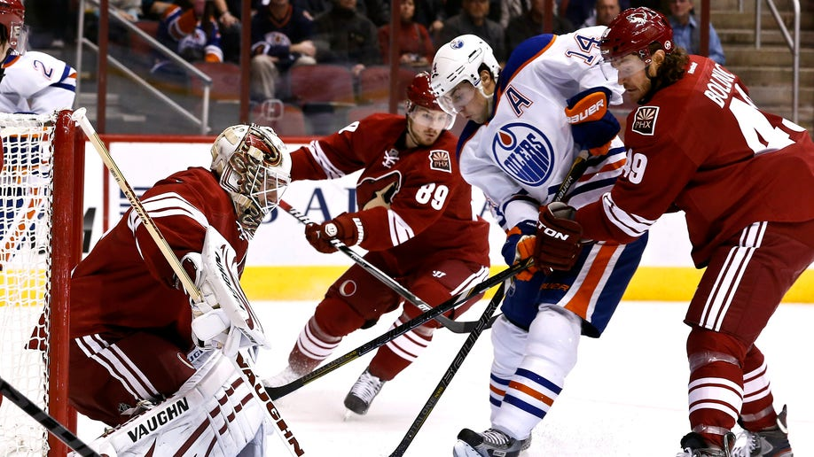Oilers Coyotes Hockey