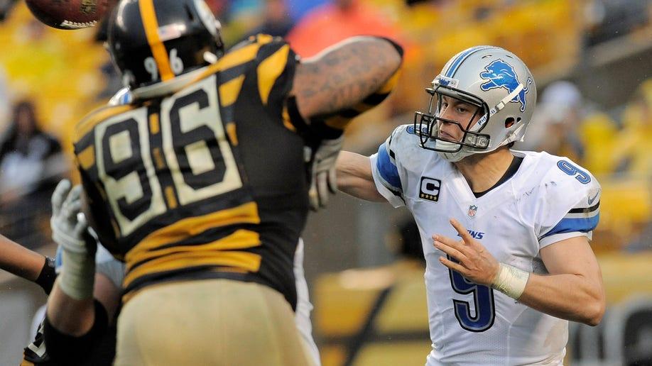 471e3e6b-Lions Steelers Football