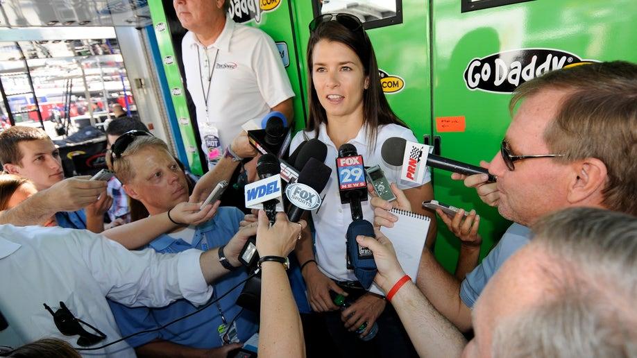 ddf0230e-NASCAR Dover Auto Racing