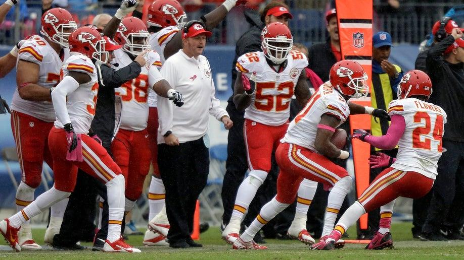 a257c5fa-Chiefs Titans Football