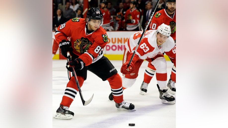 132a24e7-Red Wings Blackhawks Hockey