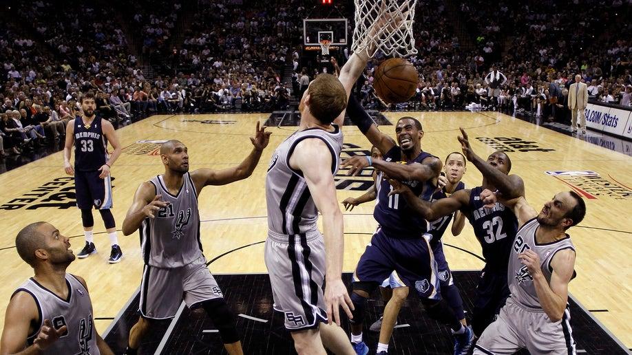 e946f75a-Grizzlies Spurs Basketball
