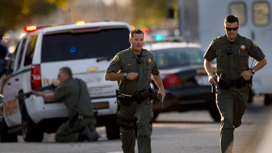 1b080ee6-Immigration Officer Shot