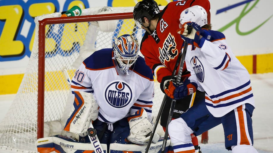 8e20293b-Oilers Flames Hockey