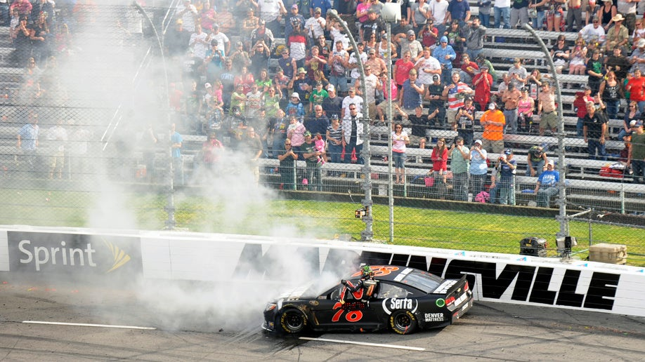 68ab353d-NASCAR Martinsville Auto Racing