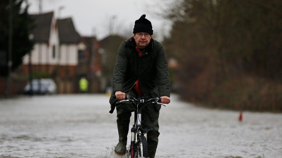 bfe454a2-Britain Floods