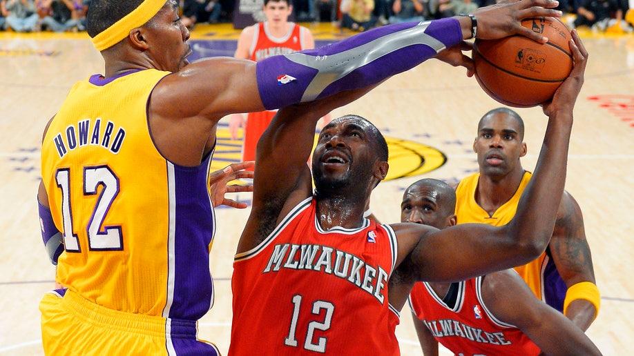 083e8f3c-Bucks Lakers Basketball