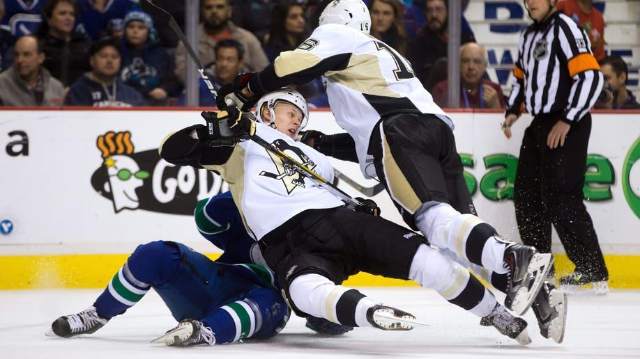 APTOPIX Penguins Canucks Hockey