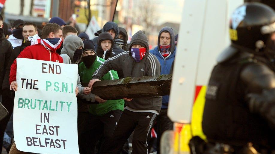 bd471d39-Brital Ulster Protest