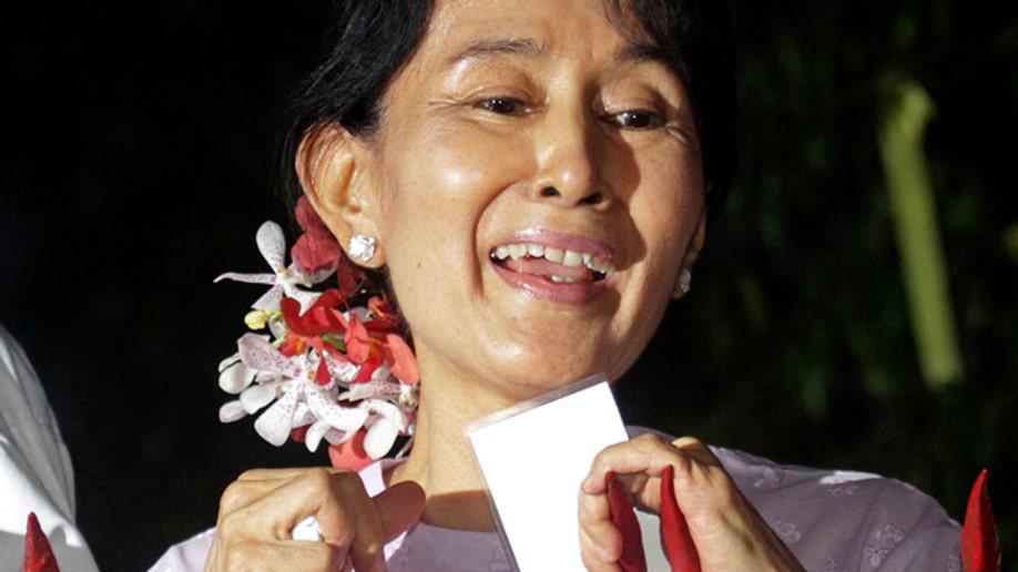 e3212b7f-APTOPIX Myanmar Suu Kyi