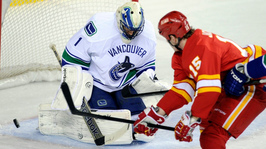 61e0cec7-Canucks Flames Hockey