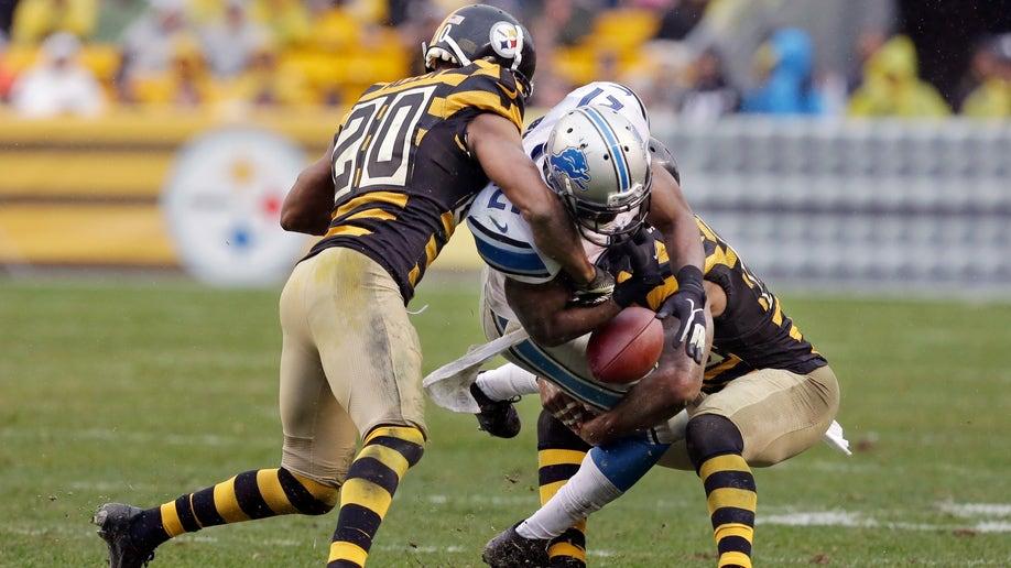 d2b215e1-Lions Steelers Football