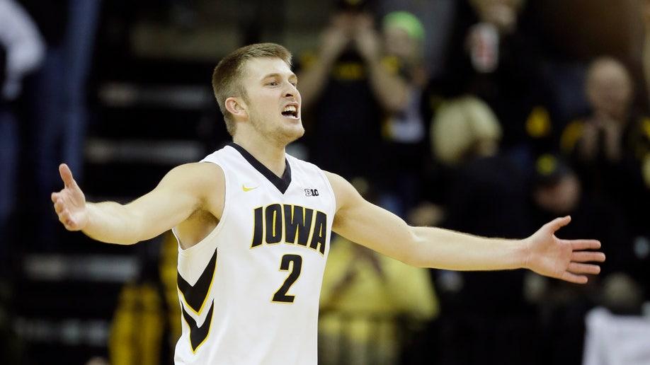 Minnesota Iowa Basketball