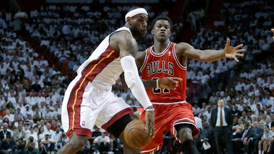 3426545c-Bulls Heat Basketball