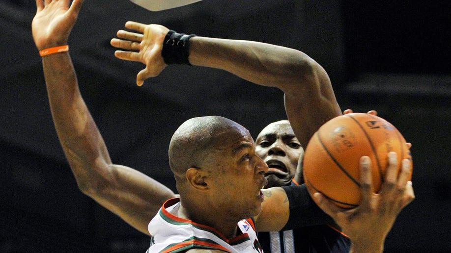 Bobcats Bucks  Basketball