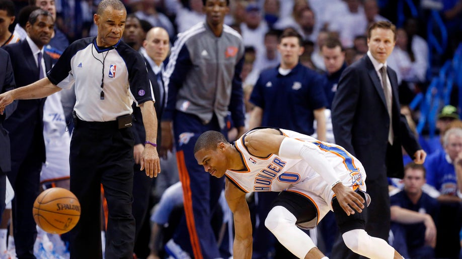 45bd580f-Thunder Westbrook Injured Basketball