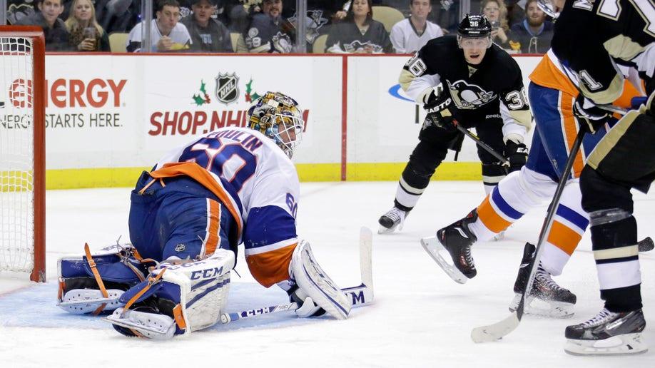 5b8c0107-Islanders Penguins Hockey