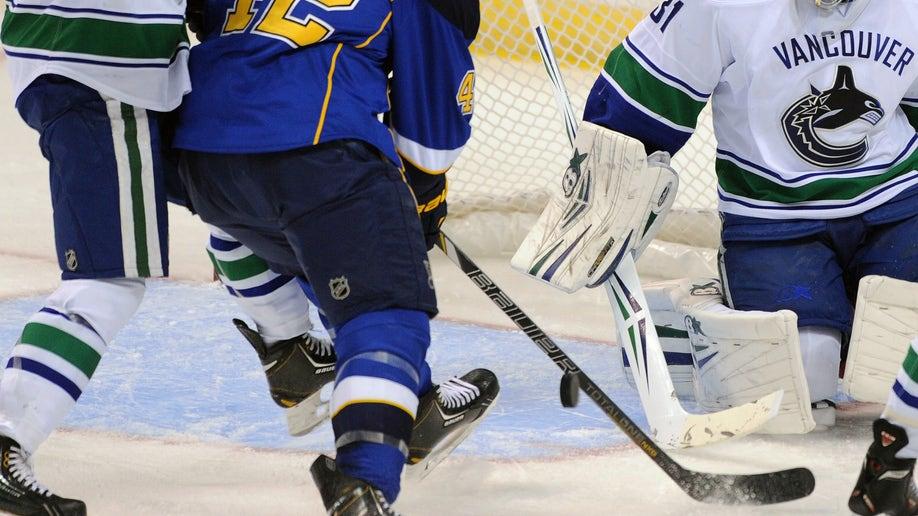 2d40338b-Canucks Blues Hockey