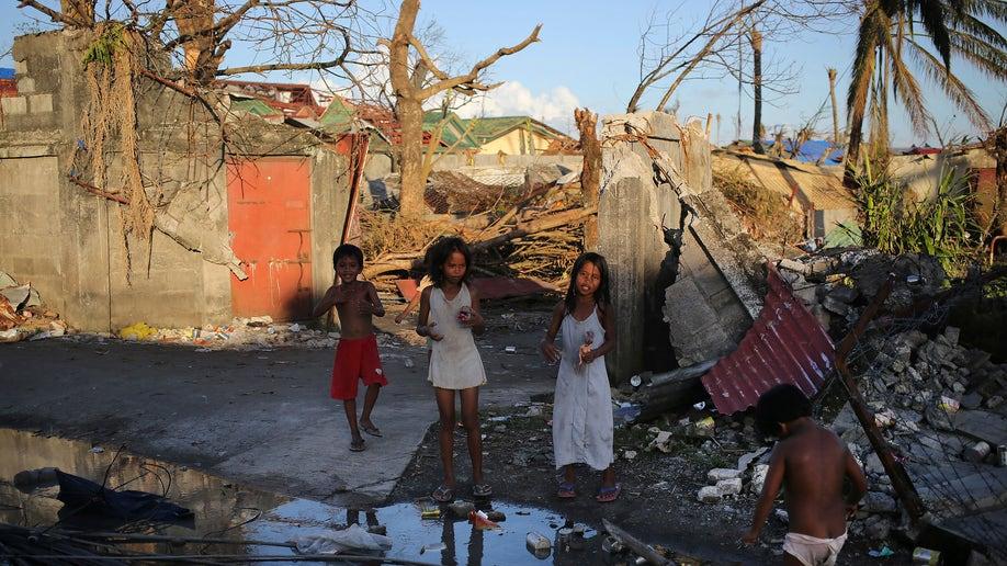 323c4470-Philippines Typhoon
