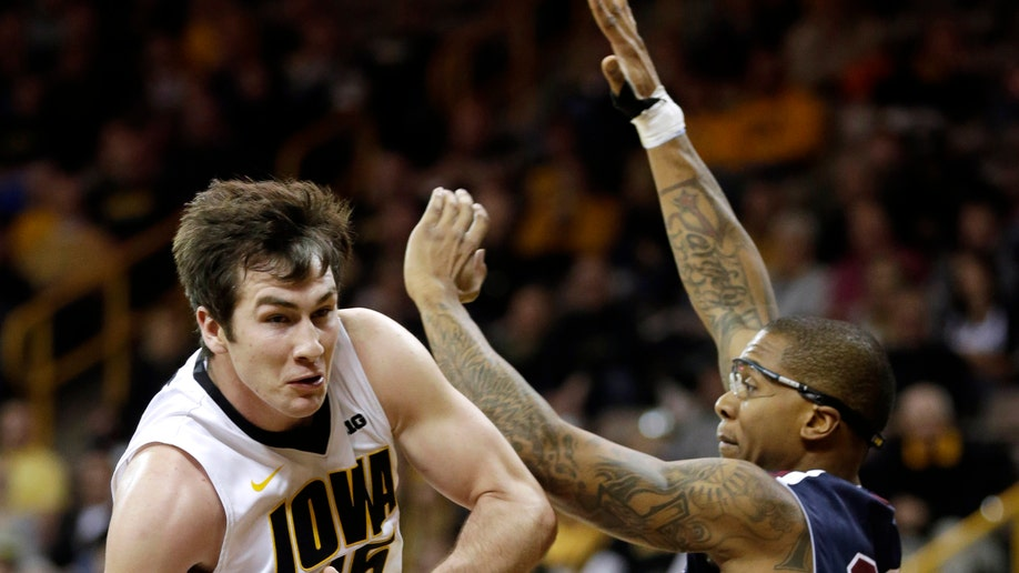 8e7cbe27-Fairleigh Dickinson Iowa Basketball