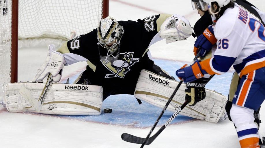 341ba0c4-Islanders Penguins Hockey