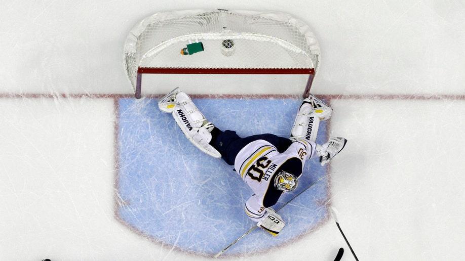 28f8a6c8-Sabres Flyers Hockey