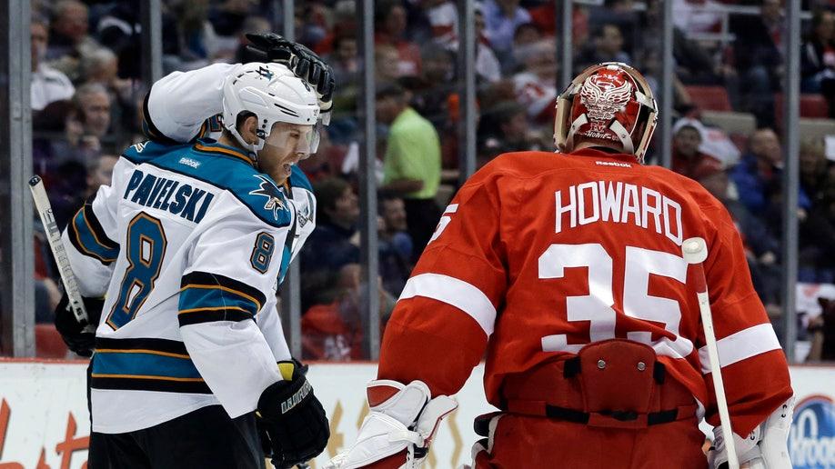 e09119c5-Sharks Red Wings Hockey