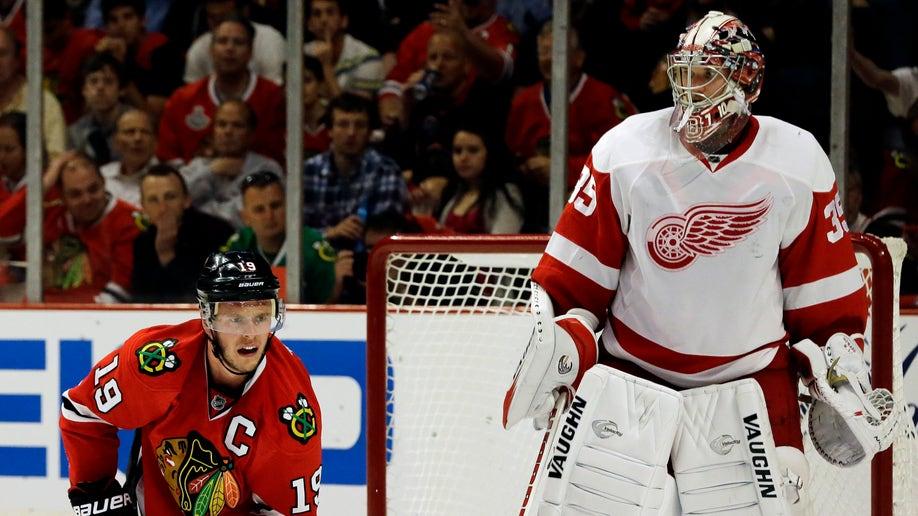 7535f3e0-Red Wings Blackhawks Hockey