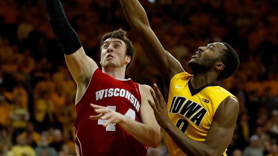 345d83d3-Wisconsin Iowa Basketball