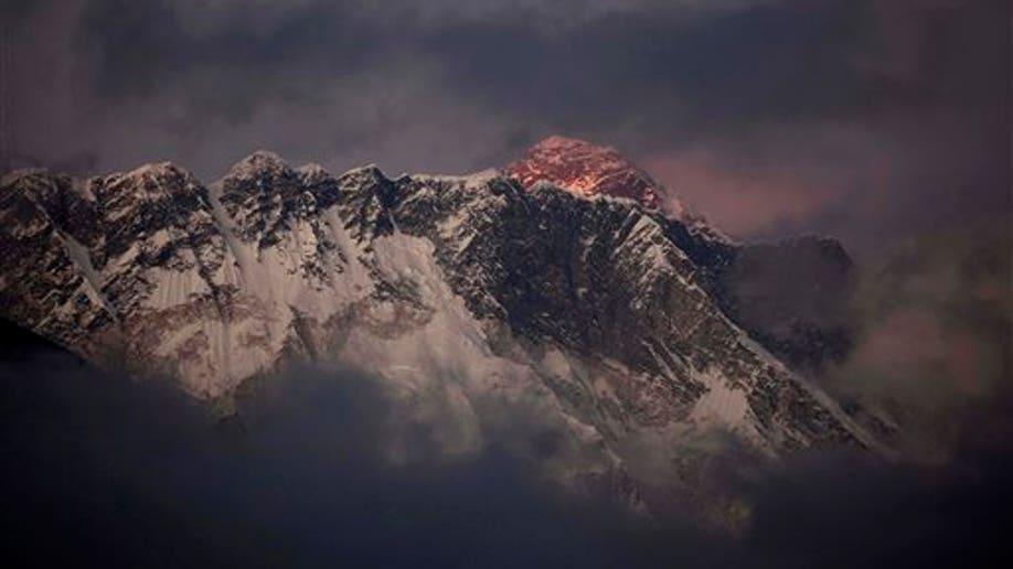2d1fad74-Nepal Everest Avalanche