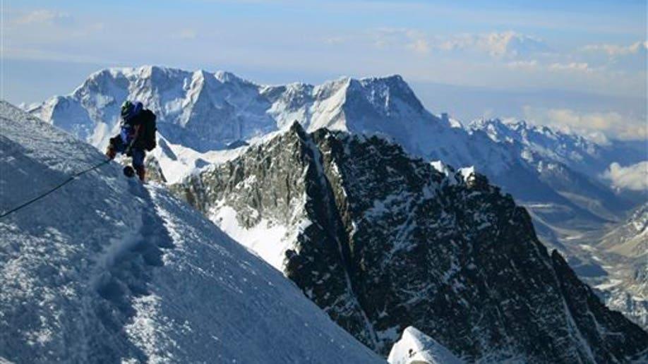 695590fc-Nepal Everest Avalanche