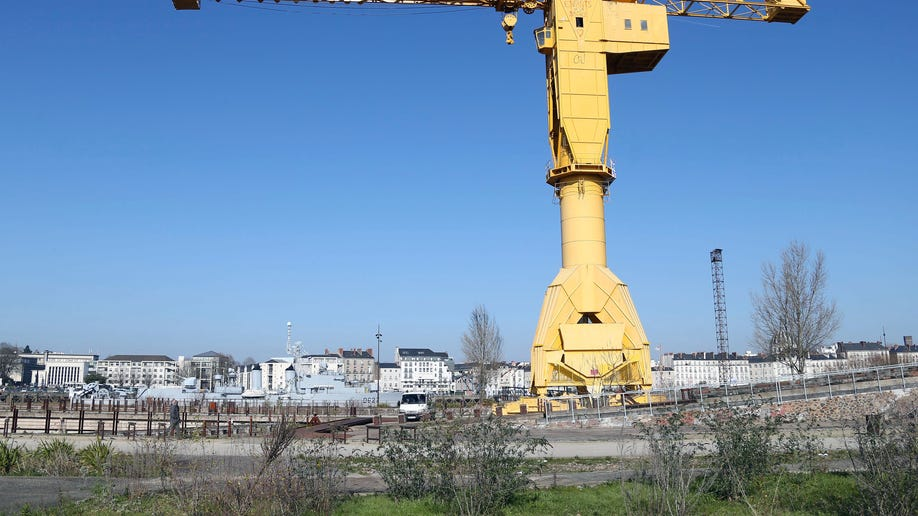 4d84f452-France Father on Crane