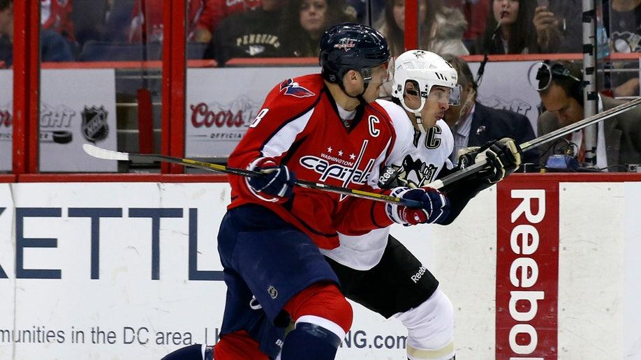 13895df2-Penguins Capitals Hockey