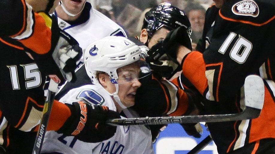 2138a0ad-Canucks Ducks Hockey