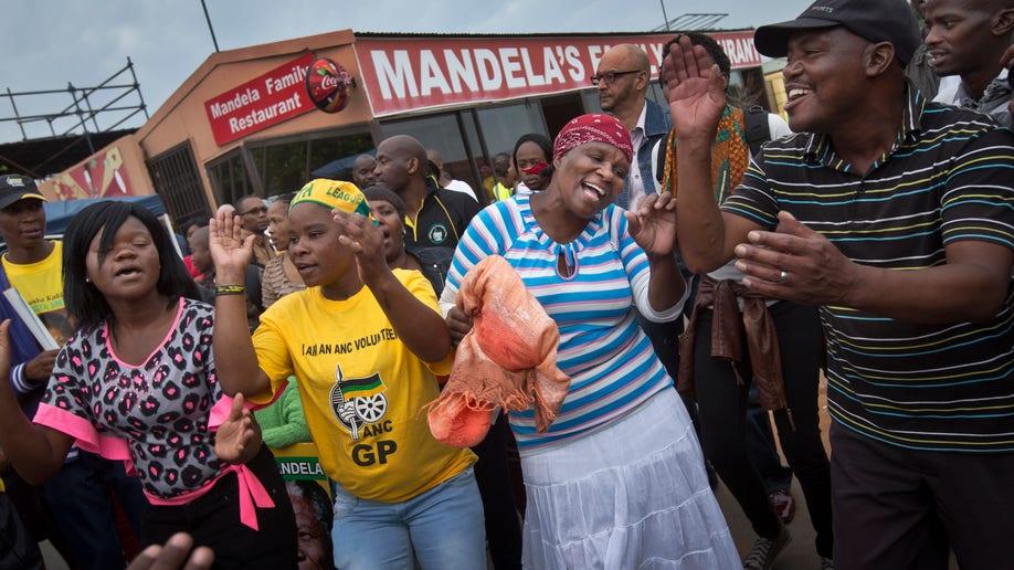 43d6e20f-South Africa Mandela Mourning