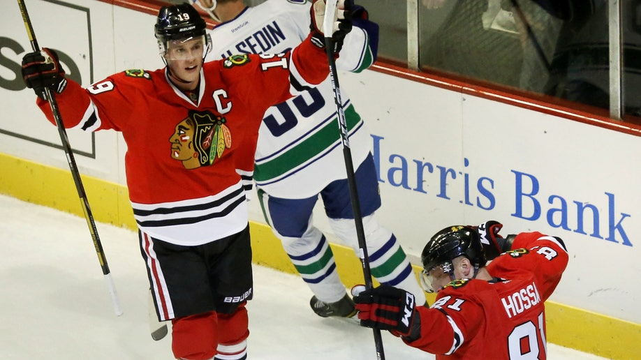 f5a519c8-Canucks Blackhawks Hockey