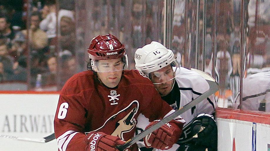 3a5e48d3-Kings Coyotes Hockey