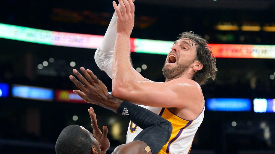 d24f96b0-Hawks Lakers Basketball