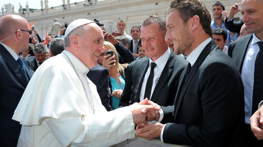 5eb8fe60-Vatican Pope