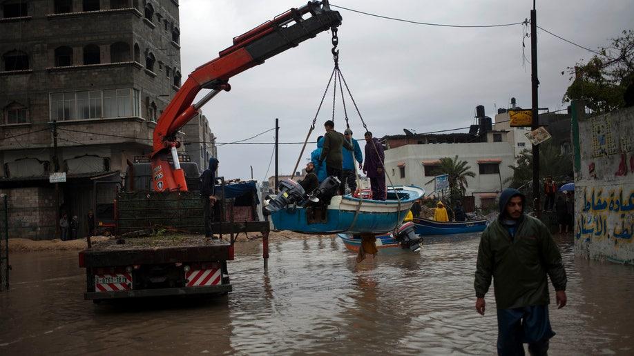 ddd2aa39-Mideast Palestinians Storm