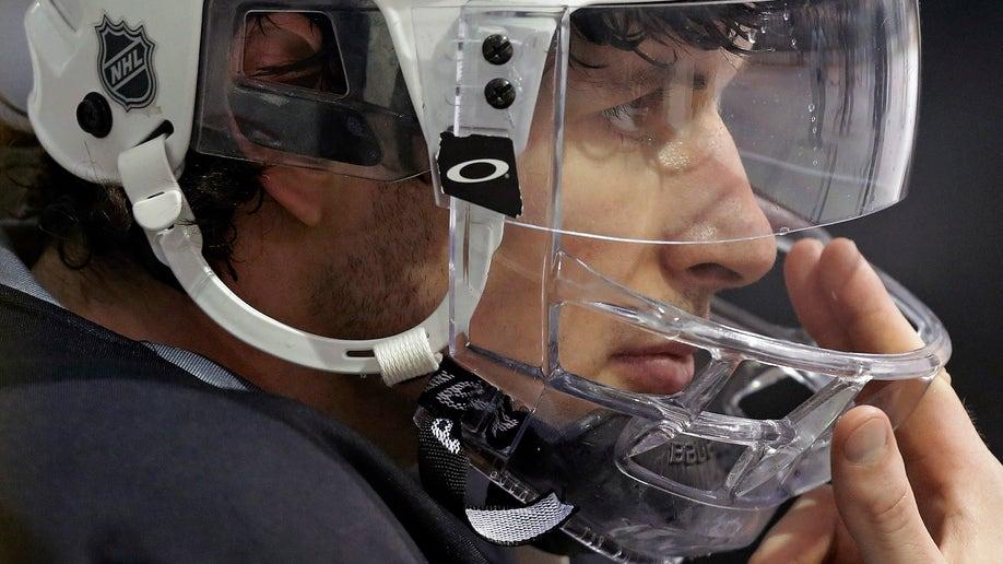 4b152f87-Islanders Penguins Hockey