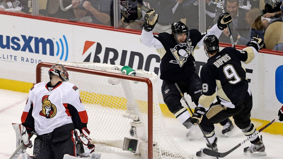 8e1a335e-Senators Penguins Hockey