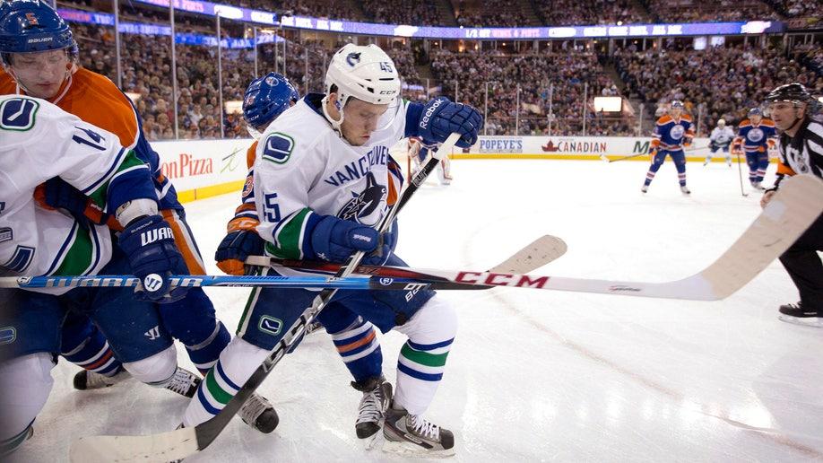 68a362e8-Canucks Oilers Hockey