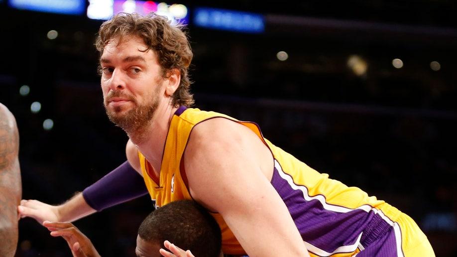 aad5b375-APTOPIX Clippers Lakers Basketball