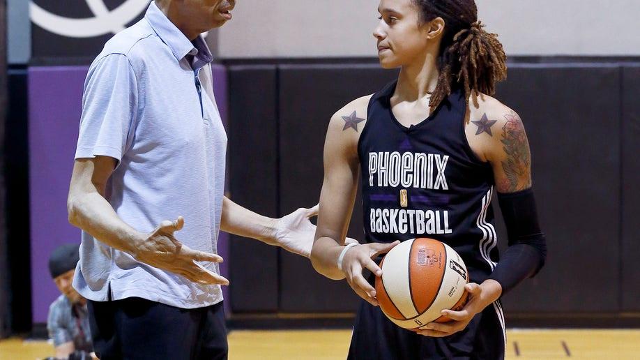 17154738-Kareem And Brittney Basketball