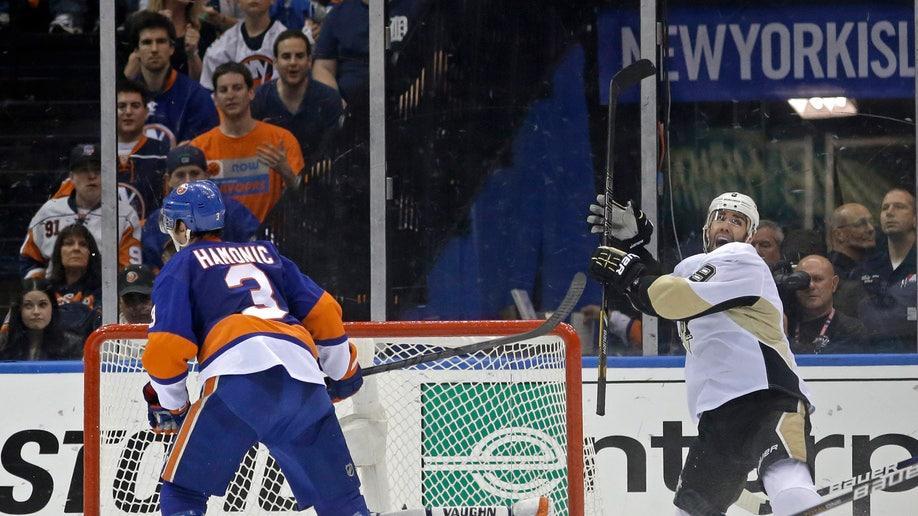 57ad4b91-Penguins Islanders Hockey