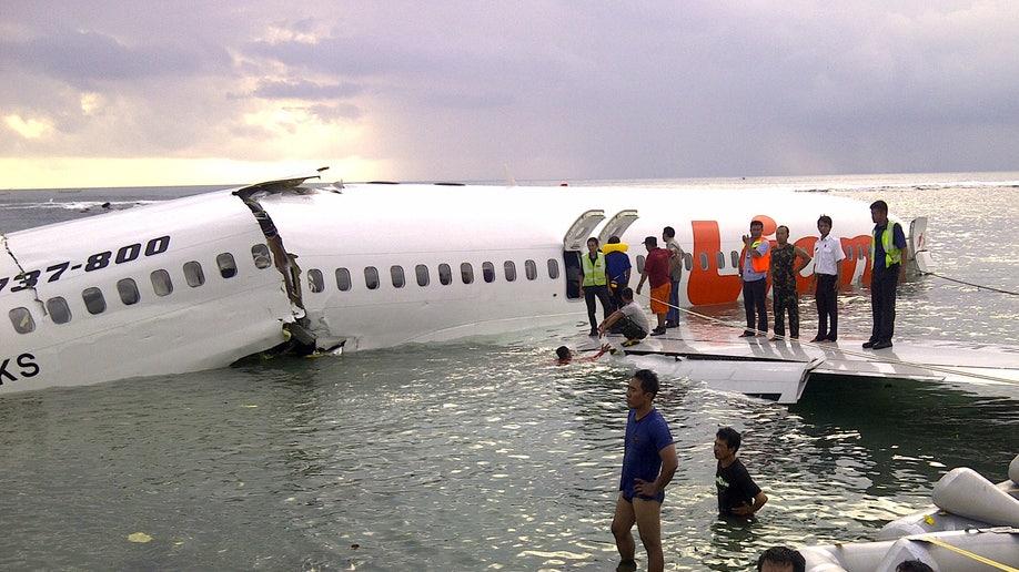 6d1eae36-Indonesia Plane Crash