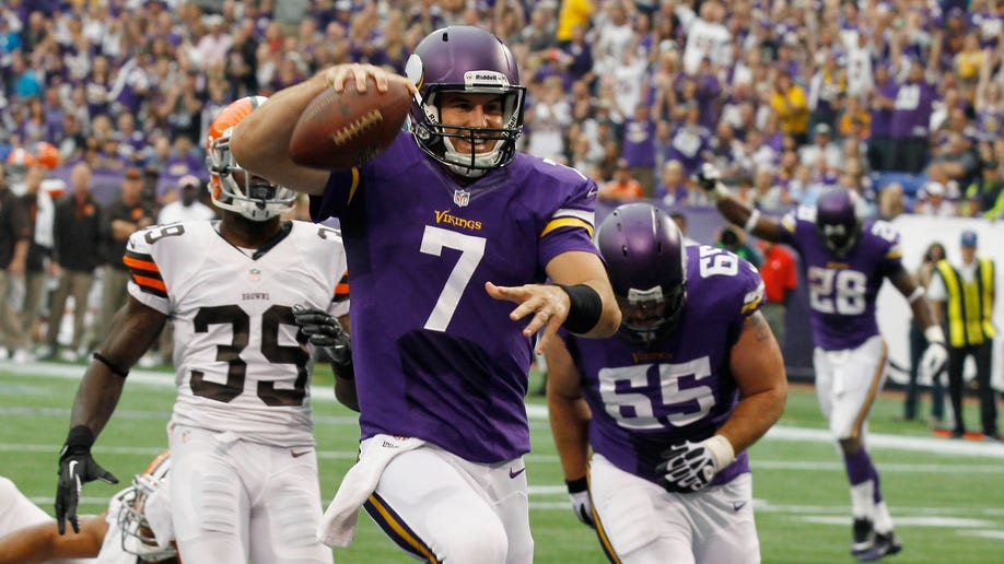 98138c4e-Packers Vikings Football
